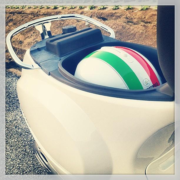#Caberg #Riviera V2+のLが丁度すっぽり入る。 #Piaggio #Vespa LX125 3V