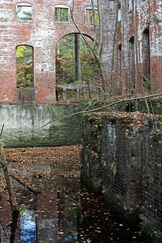 ny newyork abandoned oil decrepit derelict pipeline sullivancounty standardoil calicoon cochecton rte97 standardoilpumpstation