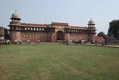 Study the strongest architecture of Mughal Era at Agra Fort - Things to do in Agra