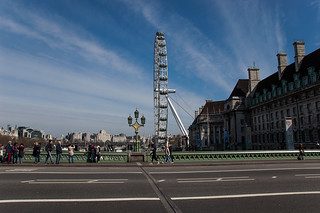 Vue sur la grande roue London Eye depuis le Westminster Bridge