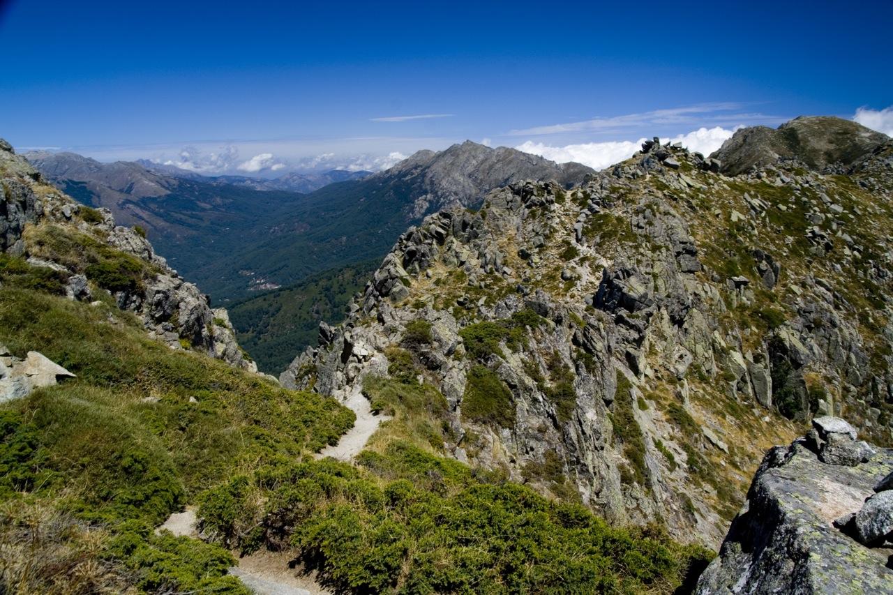 2. Paisaje montañoso en Córcega. Autor, Jonay Galván