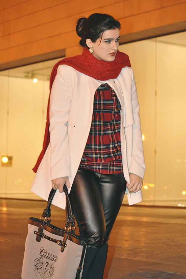 something fashion, leather pants leggings fashion blogger black, guess bag, carrie bradshaw sex and the city red scarf, white mango coat, high boots black, plaid blouse