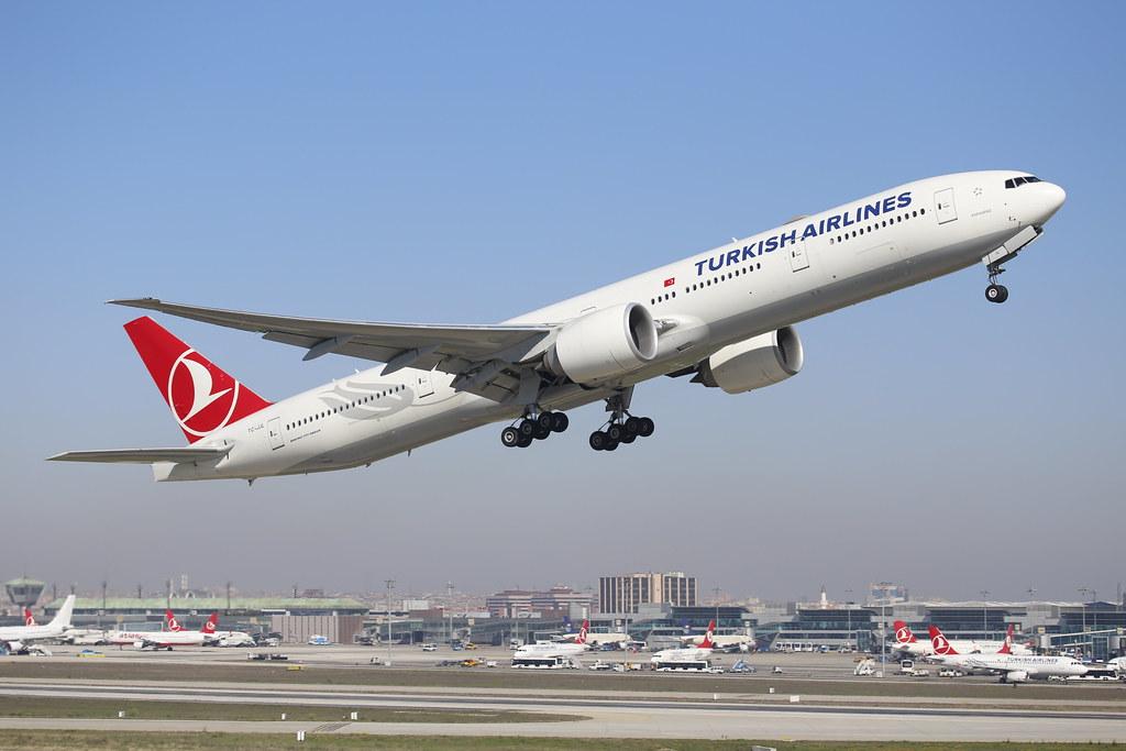 Turkish Airlines B777-300ER (reg.TC-JJL) take off in IST