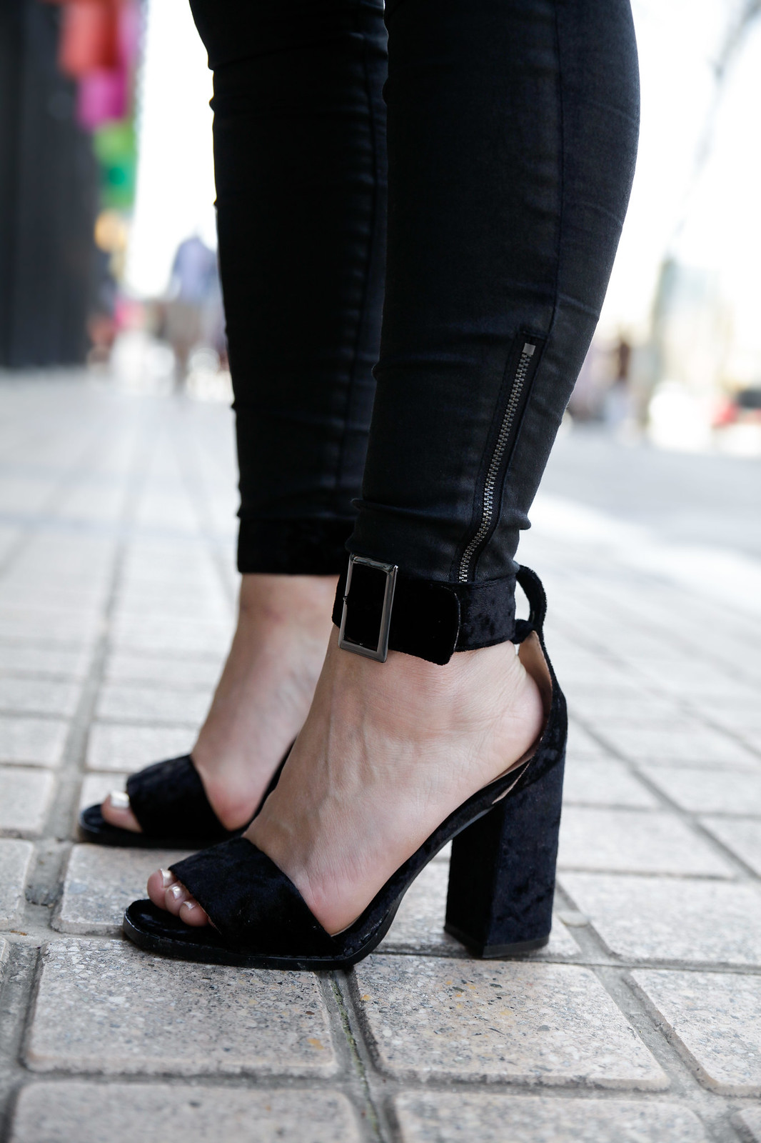 TREND_ ALERT_EMBROIDERY_AND_PATCHES_SEQUINS_DAY BLACK SHOES PUBLIC