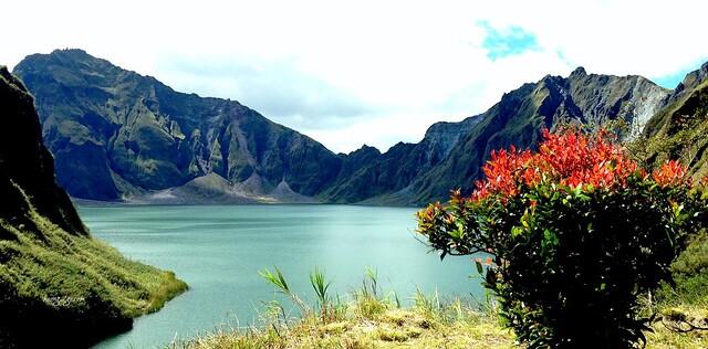huong2go_pinatubo_crater