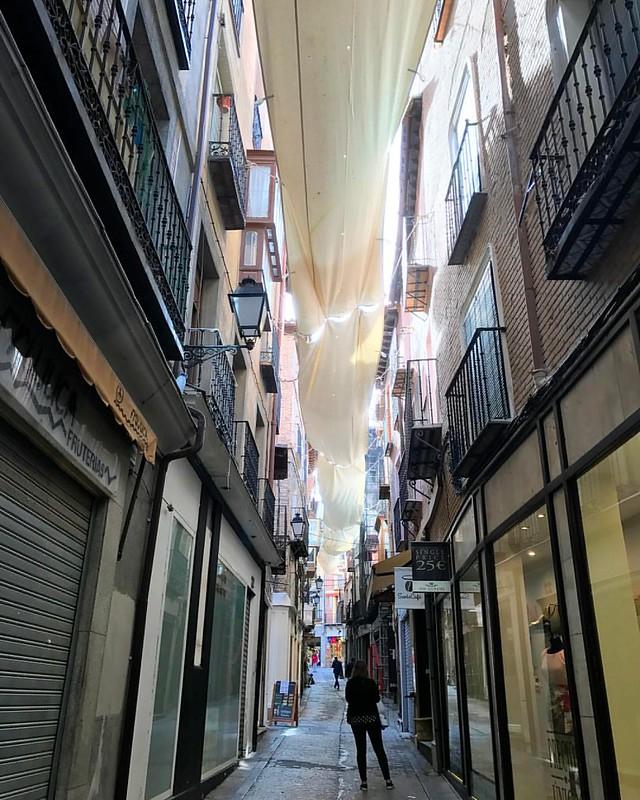 Ya se empieza a sentir el #CorpusChristi en #Toledo. Este fin de semana podrás empezar a caminar bajo los toldos del recorrido procesional con #RutasdeToledo https://www.rutasdetoledo.es