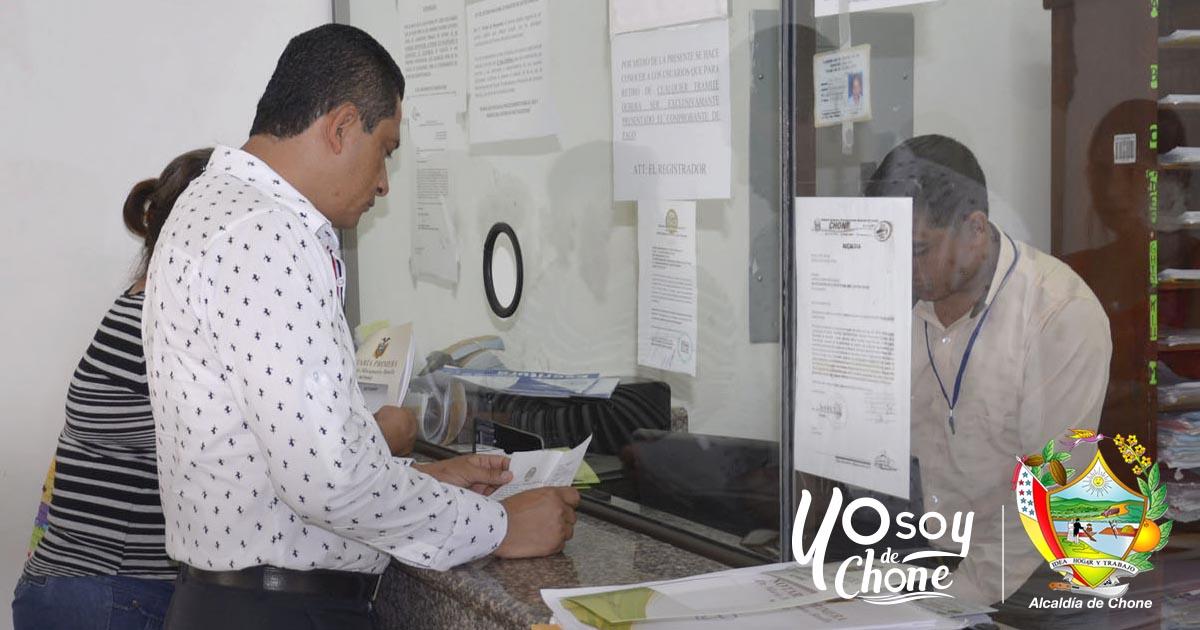 Registraduría de Chone despacha de 50 a 80 trámites diarios