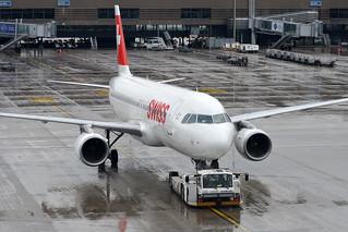 "Swiss International Air Lines Airbus A320-214 HB-IJH ""Dübendorf"""