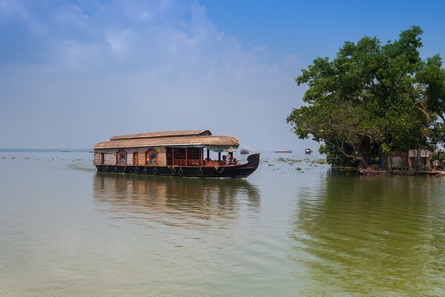 Superior Kerala Houseboat for 6 people