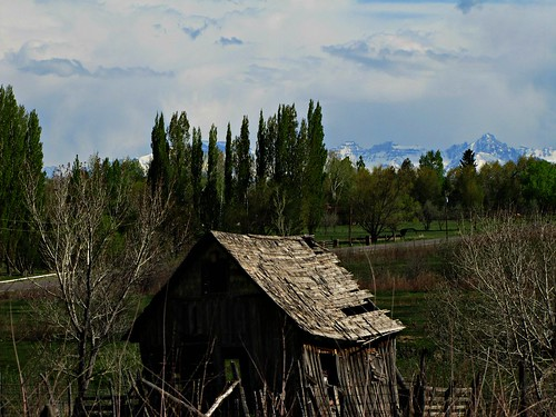 sky clouds barn rural colorado decay sanjuanmountains montrosecolorado springcreekmesa