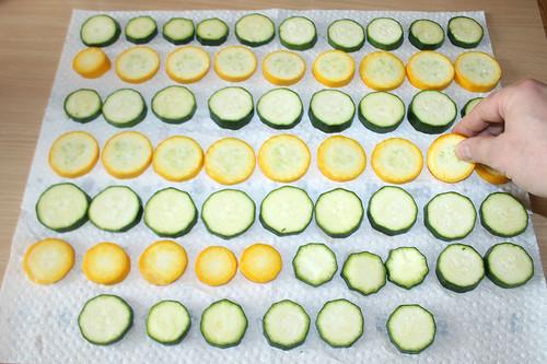 23 - Zucchini wenden & salzen / Turn zucchini & salt
