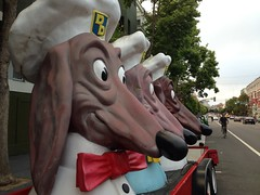 Doggie Diner heads on Valencia