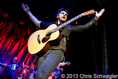 Juanes - 06-14-13 - LOUD & Unplugged Tour, Royal Oak Music Theatre, Royal Oak, MI