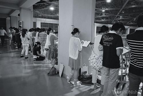参観場所から票を数える報道関係者 / Newspeople count from 3rd floor