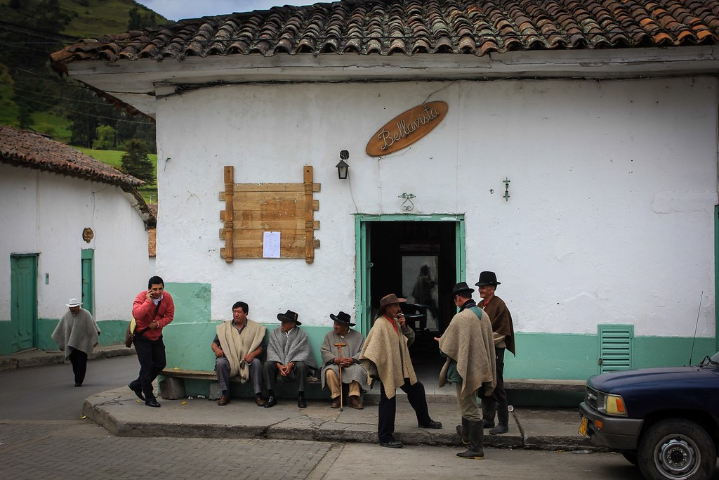 Café Bellavista. Locals in their traditional ruana, a poncho-style outer garment made of sheep wool. El Cocuy. Boyaca. Colombia.