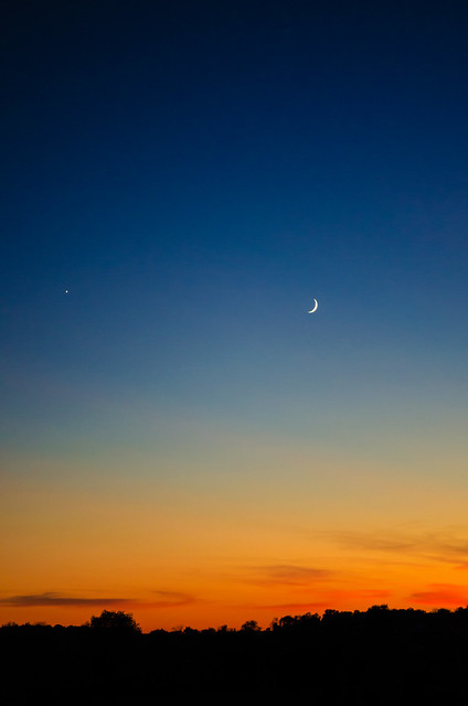 Venus and the Crescent Moon, 10/7/13