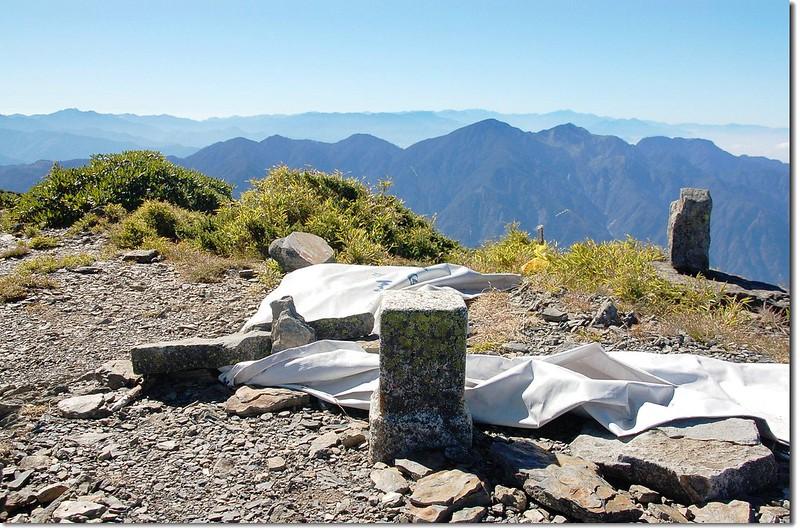 大雪山二等三角點(# 1545 Elev. 3529 m) 1