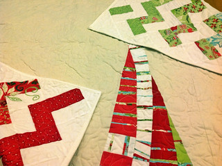 Père-Noël zigzag quilt tutorial part three: improv patchwork for the quilt back and machine binding with mitered corners