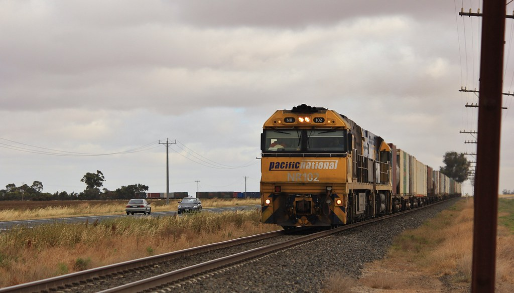 NR102 and NR30 sweep AB6 around the curve at Wail by bukk05