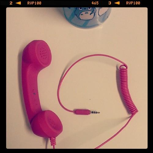♣ a Noël mon homme m'a offert cet accessoire girly pour téléphoner via mon Samsung. ♣ #pink #rose #phone #telepone #ourlittlefamily #mim #france
