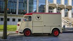 truck(0.0), antique car(0.0), recreational vehicle(0.0), automobile(1.0), vehicle(1.0), transport(1.0), citroã«n h van(1.0), land vehicle(1.0), classic(1.0),