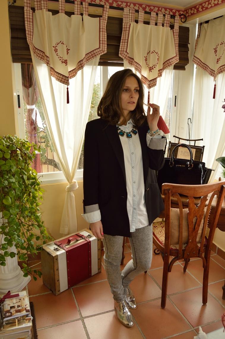 lara-vazquez-madlula-blog-festive-shiny-shoes-denim-outfit
