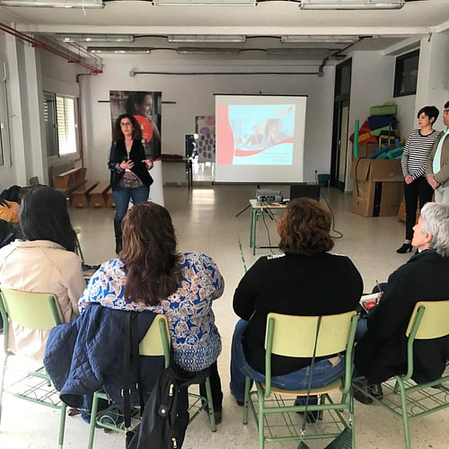 Sesión de empoderamiento femenino en Arroyomolinos de León #Huelva gracias a #GIRAMujeres