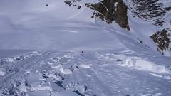 Paweł po odpaleniu poduszki powietrznej spada z lawiną. Proba wejscie na szczyt Punta Fuora 3411m.