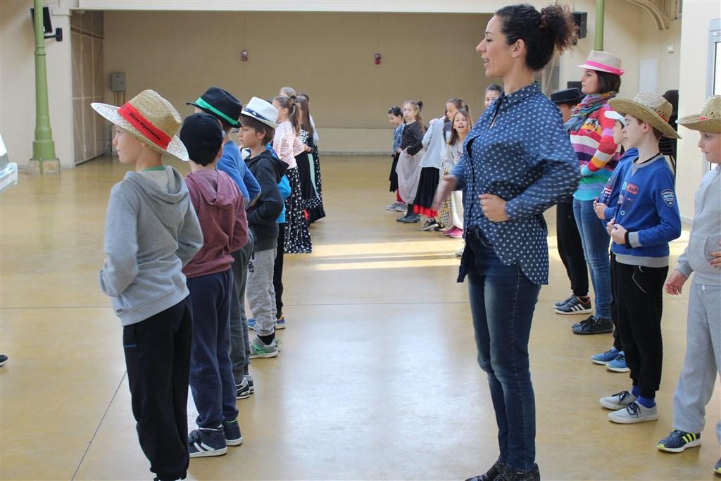 Ateliers d'initiation au flamenco avec les écoliers de Saint-Sever
