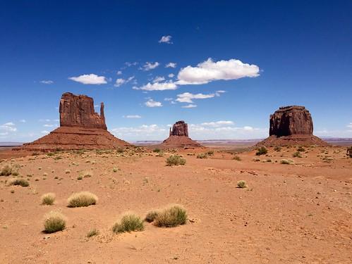 valleyofthegods navajoterritories navajo farwest southwest desert bluesky sky landscape pointofview historicview landmark america roadtrip arizonautahborder utah arizona usa monumentvalley