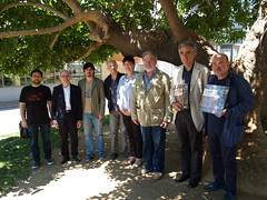 Foto de família d'editors, autors i portaveus de cada un dels jurats del Premi Llibreter 2013.