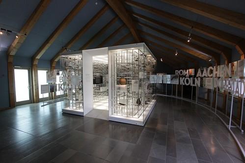 """Warenkubus zum Thema """"Handel, Transport und Fernkontakte"""" in dem Wikinger Museum Haithabu WMH - Aufnahme vom: 2. Juni 2013"""