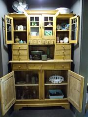 antique hutch-028