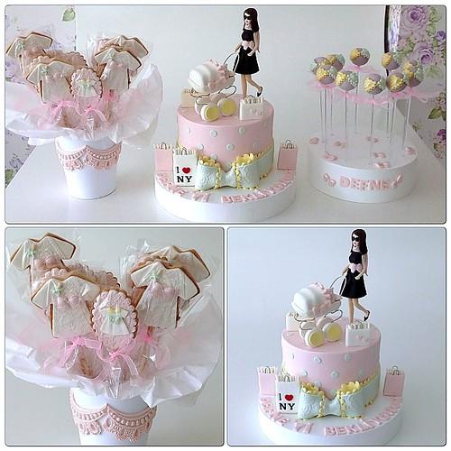 Baby Shower Party... #babyshower #babyshowercake #vintage #vintagestyleparty #babycookies #babyshowerparty #cakepops #burcinbirdane #cakedesign #iloveny #newyork #cakeart #cakedecoration #cookiestencil #cookie