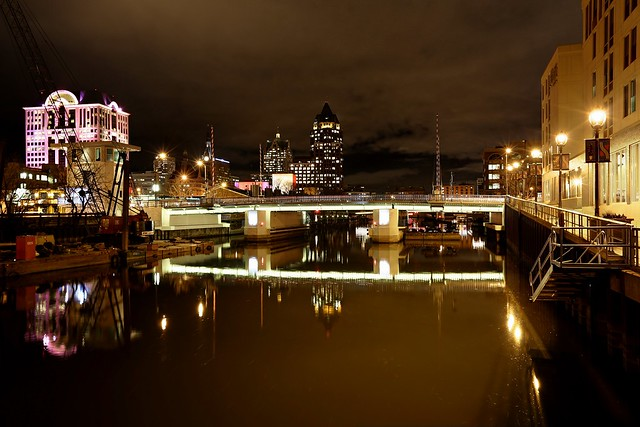 Night on the Milwaukee River near Juneau Avenue