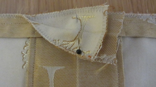 Envelope cushion: trim finishing