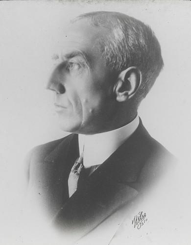 Roald Amundsen photo