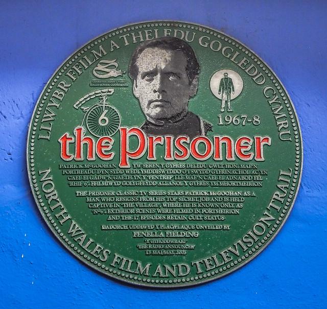 Photo of Patrick Joseph McGoohan and The Prisoner green plaque