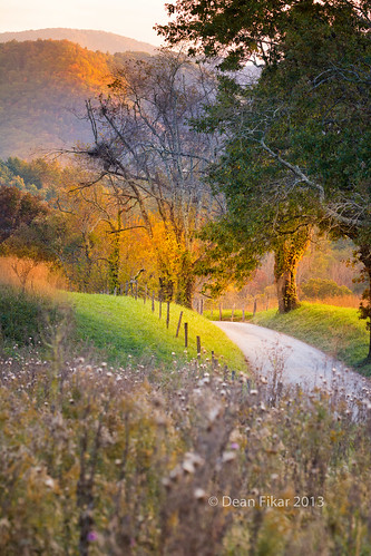 road park blue autumn trees sunset sky mountains fall nature beauty field grass rural fence landscape outdoors countryside vanishingpoint nationalpark afternoon seasons cove tennessee scenic sunny farmland national pasture lane barbedwire hyatt rays smokies cadescove fenceposts cades greatsmokymountainsnationalpark