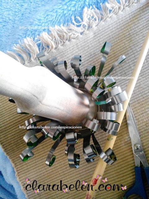DIY portavelas con reciclaje hecha con latas de refrescos