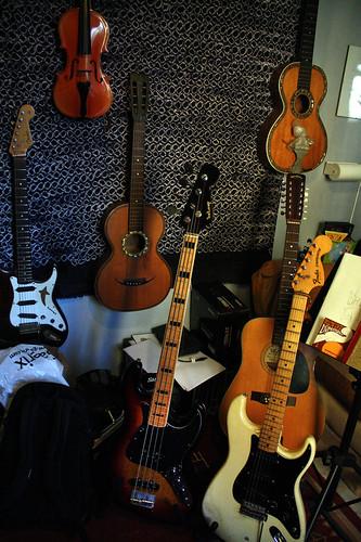 Gitarren är det instrument Georga är säkrast på, men där finns andra.