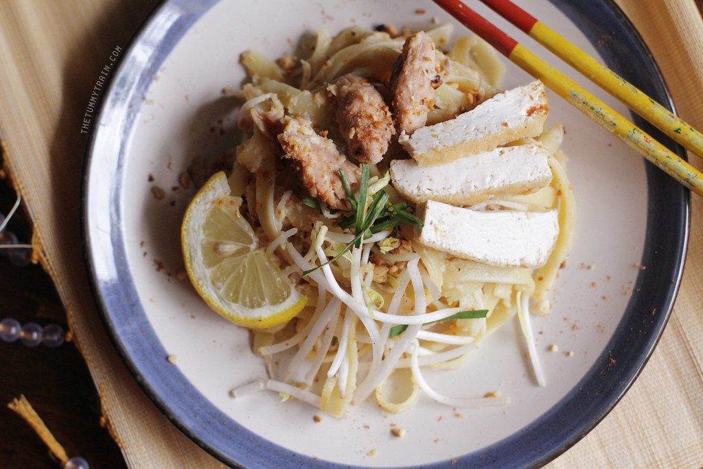 13622273863 06e8b42927 b - Some Spicy Tuna Pad Thai to start with