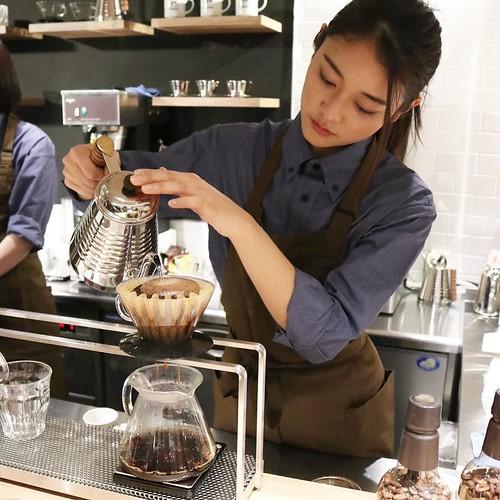 コーヒー豆が膨らむ瞬間。淹れ方によっても味が変わるんですね。