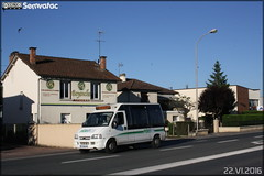 2016.Renault Master - Péribus n°826 - Photo of Le Change
