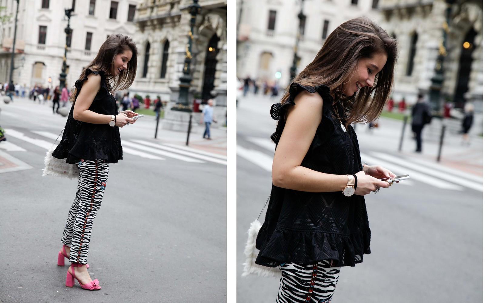 05_Pantalones_Zebra_Blusa_Boho_tacones_rosas_stradivarius_Theguestgirl_outfit_barcelona_streetstyle