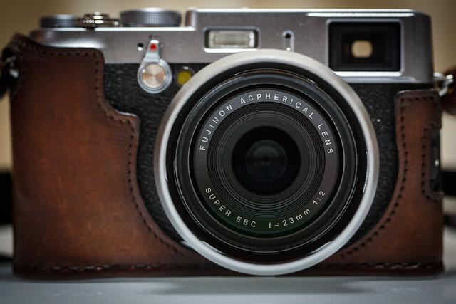 Fujifilm X100S + Leather Case (Aki-Asahi [Dark Tan])