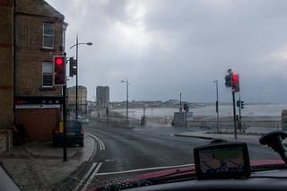 En direction du centre de Margate, sous une grosse averse