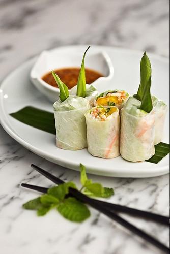 Fresh Rice Paper Rolls with Chicken & Fresh Mango