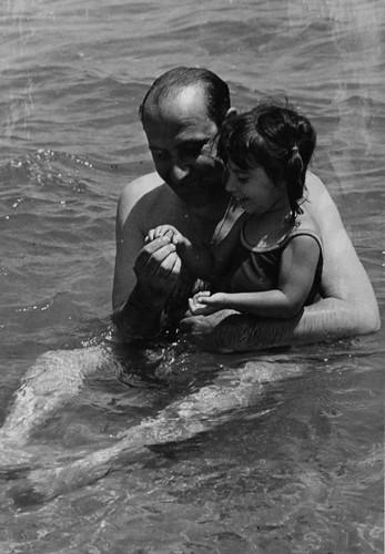 en el agua con el abuelo