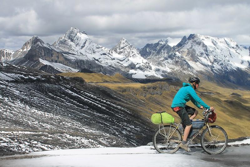 Cycling past the Cordillera Huallanca